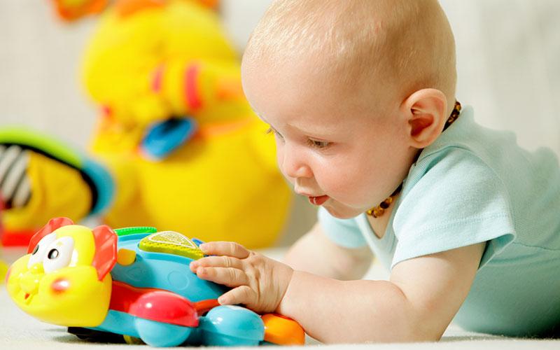 играем в игры с малышом в 5 месяцев