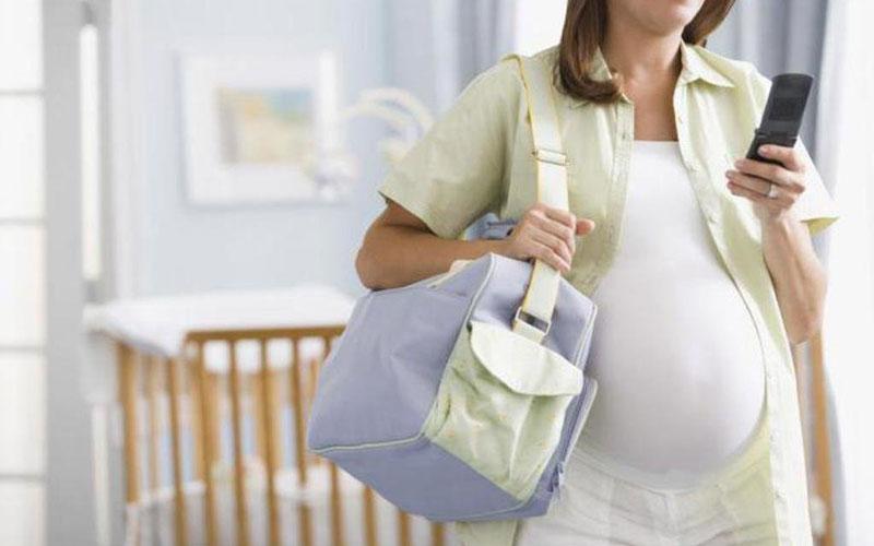 Когда пора ехать в роддом? Главные признаки родовых схваток