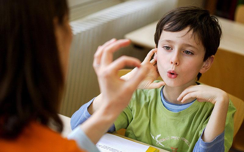 Причины отклонения развития речи у ребенка