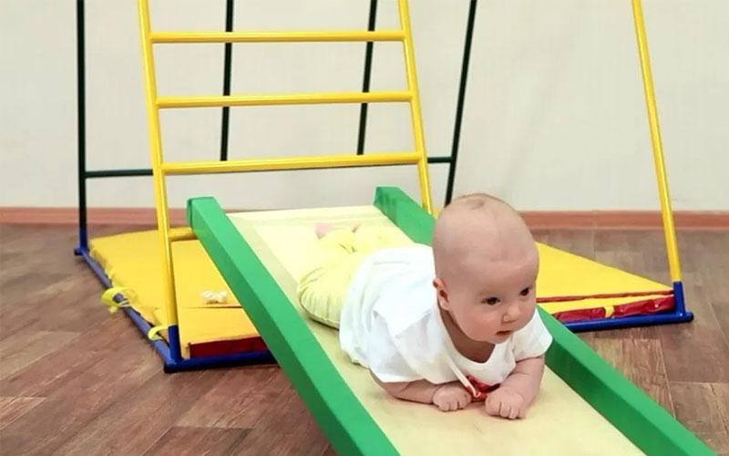 ползание с препятствиями для малыша