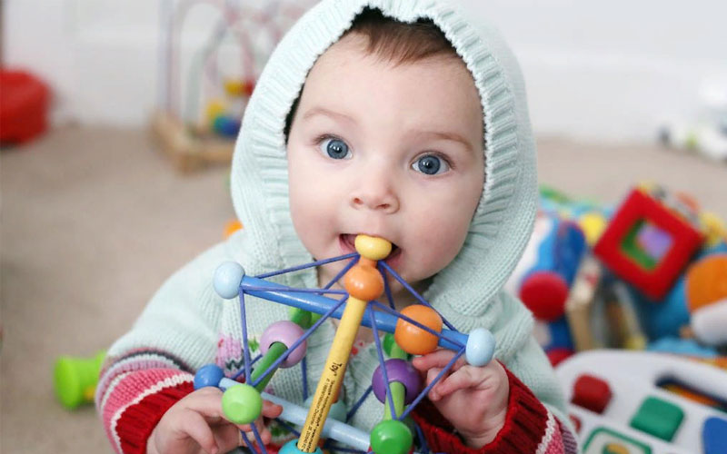 Интеллектуальное развитие ребенка в 8 месяцев