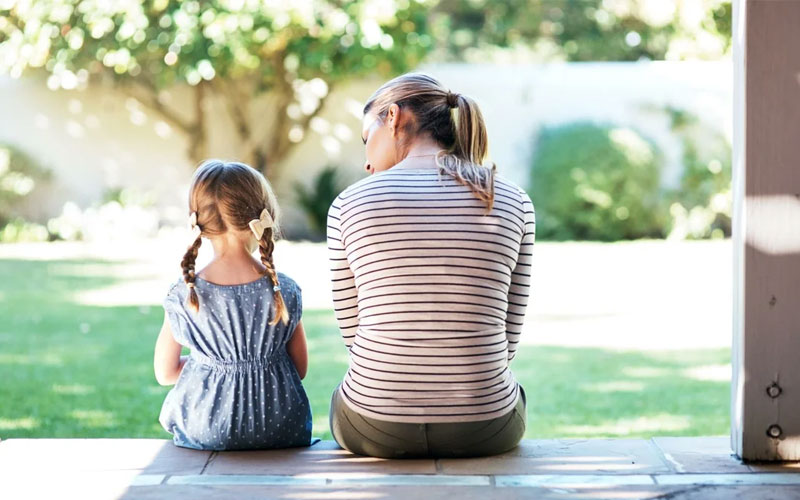 Постарайтесь поговорить с ребенком если он не слушается