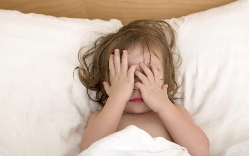 Что нельзя делать, если ребенок боится спать один?