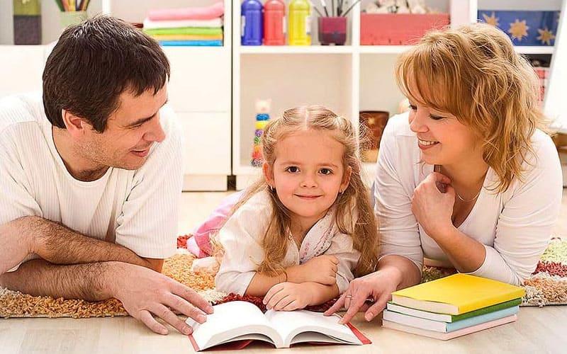 Когда малыш плачет родителям нужно проговоритьс ним проблему - Бенджамин Спок