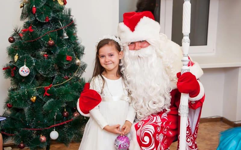 Стоит ли рассказывать ребенку, что Деда мороза нет?