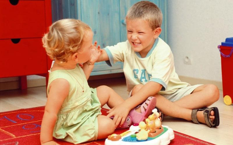 Как проявляется агрессия у ребенка? Как помочь агрессивному ребенку