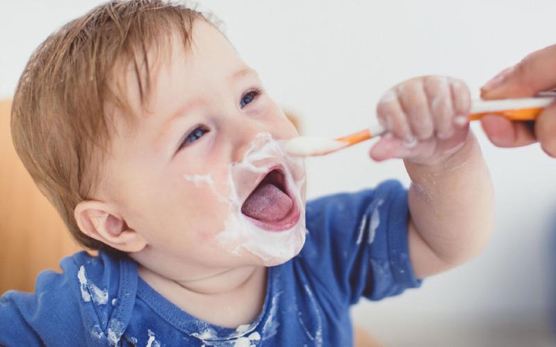 С какого возраста давать йогурт и другие молочные продукты детям?