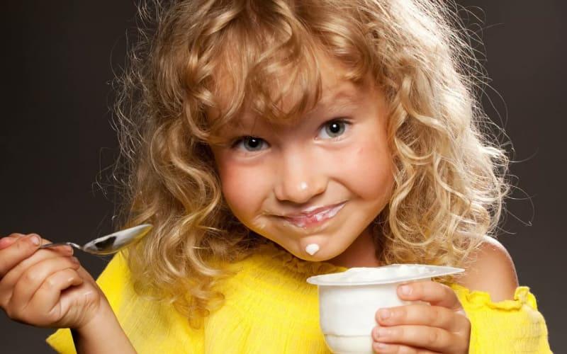 Молочные продукты детям. Какой йогурт и творог выбрать ребенку?