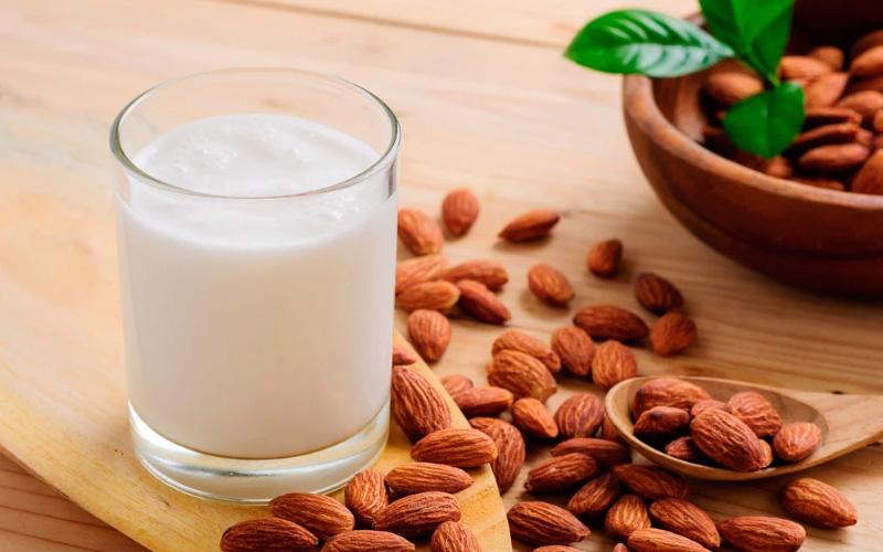 Какие добавки бывают в растительном молоке