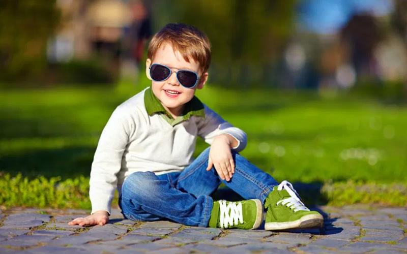 Солнцезащитные очки для двухлетнего ребенка