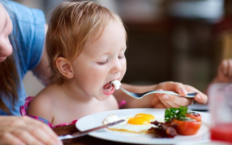 Как приготовить яйца детям