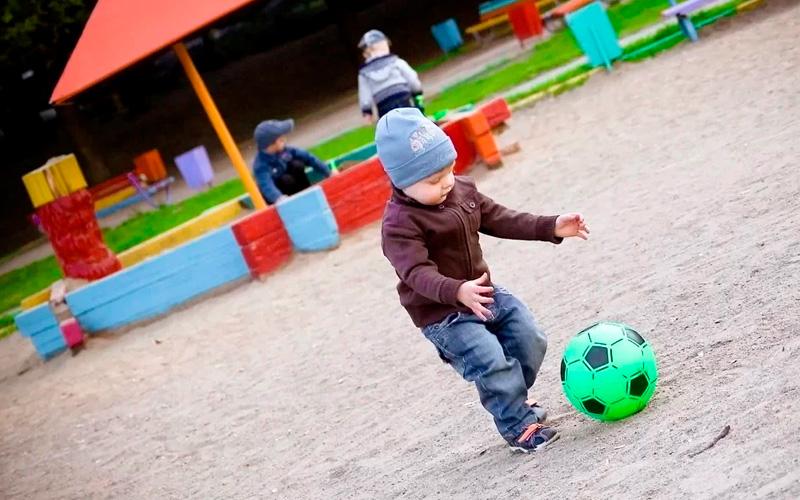 Игры для детей на улице: повторяй за мной